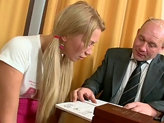 Sexually excited older teacher is seducing hottie's lusty beaver